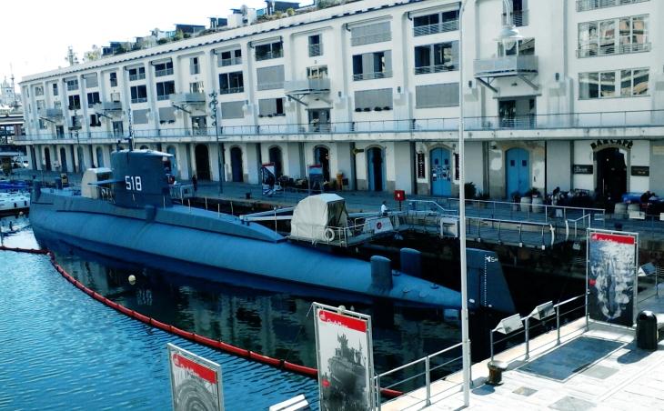 Genova's Submarine